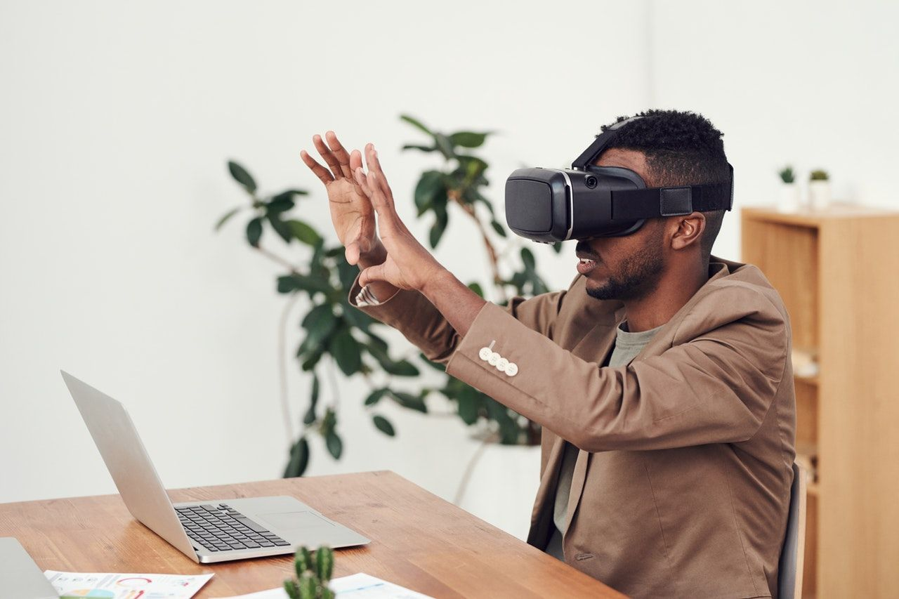 Enhancing Your Corporate Events With Virtual Reality
